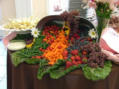 Cornucopia_of_fruit_and_vegetables_wedding_banquet-1024x770